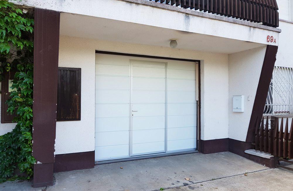 ECOTOR garázskapu átjáró ajtóval