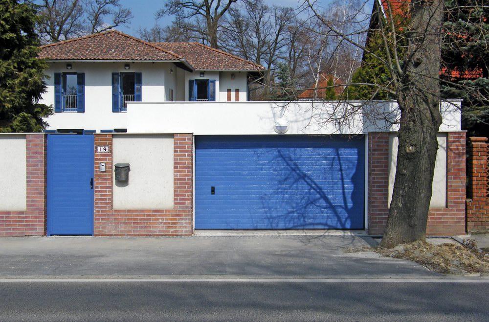 DITEC garázskapu egyedi kék színben