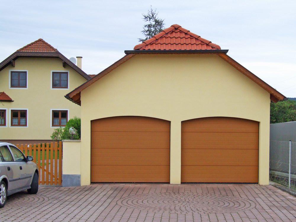 DITEC garázskapuk egyedi barna színben