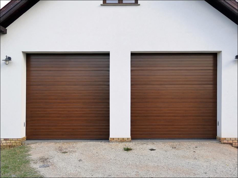 Dabas, Béke utcai hőszigetelt, egyedi fadekor szekcionált garázskapu referencia